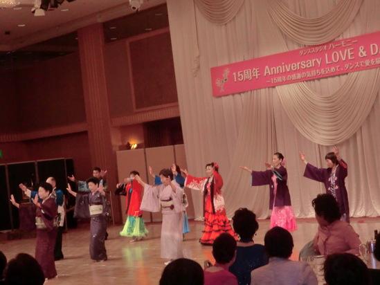 ダンスパーティーに出演_e0119092_12131346.jpg