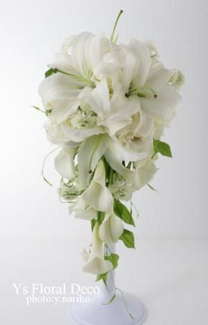 白いユリのキャスケードブーケ 綱町三井倶楽部さんへ_b0113510_1229858.jpg