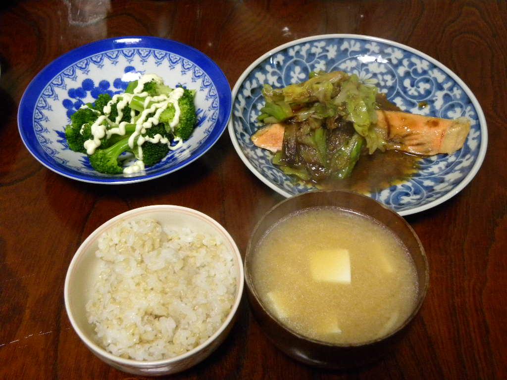 玄米ご飯と鮭_c0162773_15222759.jpg