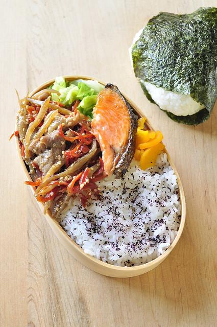 キンピラごぼうと鮭のお弁当_b0171098_884110.jpg
