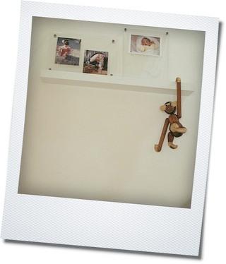IKEAの棚で写真を飾る_e0214646_12585893.jpg