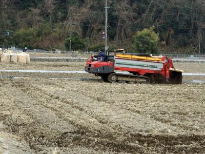 有機肥料散布_c0081499_10213151.jpg
