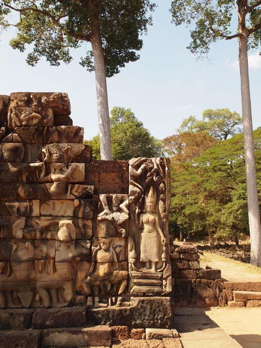 アンコールトム(Angkor  Thom) 王宮テラス下の石仏群_d0149245_21511186.jpg