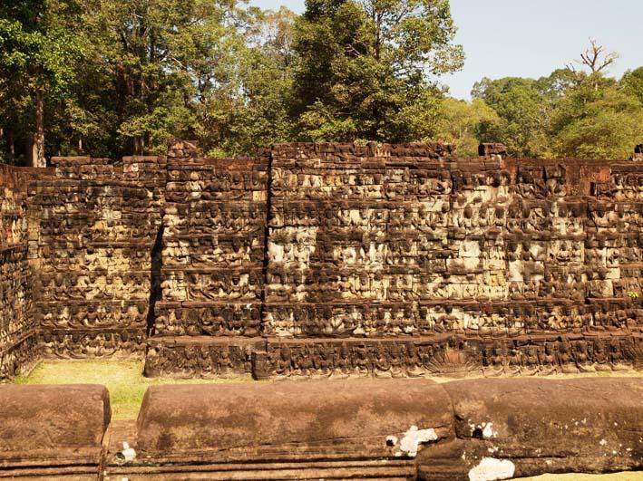 アンコールトム(Angkor  Thom) 王宮テラス下の石仏群_d0149245_21512576.jpg
