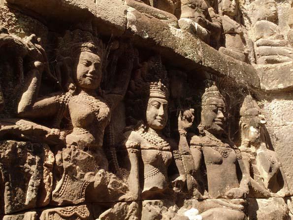 アンコールトム(Angkor  Thom) 王宮テラス下の石仏群_d0149245_21513513.jpg