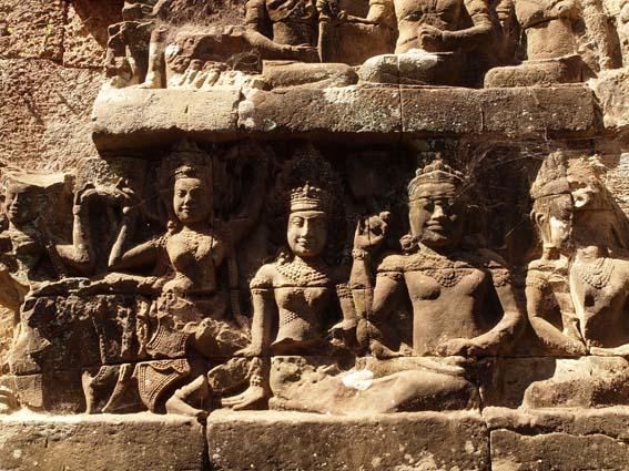 アンコールトム(Angkor  Thom) 王宮テラス下の石仏群_d0149245_21514986.jpg