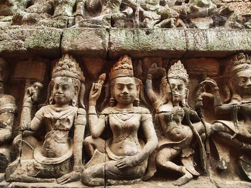 アンコールトム(Angkor  Thom) 王宮テラス下の石仏群_d0149245_2152071.jpg