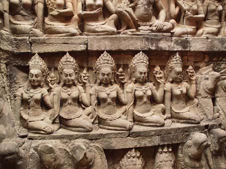 アンコールトム(Angkor  Thom) 王宮テラス下の石仏群_d0149245_21521564.jpg