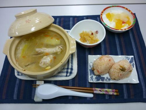 ~鶏手羽元のスープ鍋~_d0195052_1431492.jpg