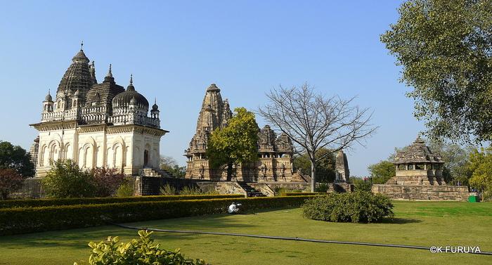インド旅行記 12  カジュラホ西の寺院群_a0092659_20211760.jpg