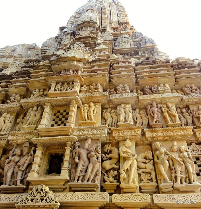 インド旅行記 12  カジュラホ西の寺院群_a0092659_20445157.jpg