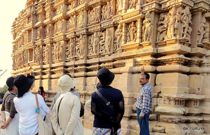 インド旅行記 12  カジュラホ西の寺院群_a0092659_21105069.jpg