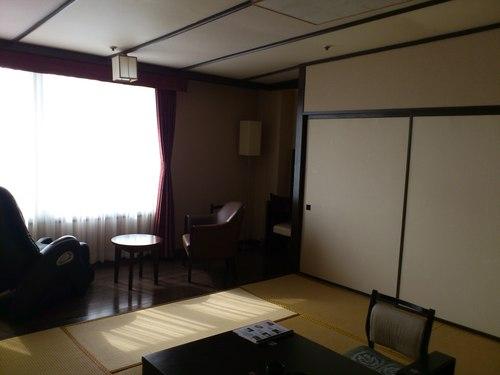 海が見える函館湯の川グランドホテルの客室_b0106766_22492984.jpg