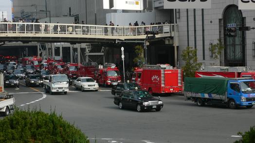 「梅田駅」が燃えている!大変だあ!_c0061686_1024176.jpg