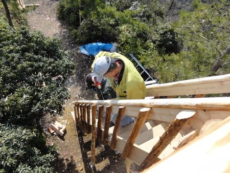 みさき里山クラブ定例活動日:展望台建設15日目            …階段手すり取付_c0108460_18182336.jpg
