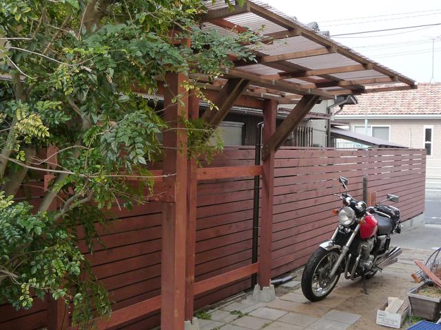 DIYでバイクの車庫が完成!_e0173183_10132689.jpg