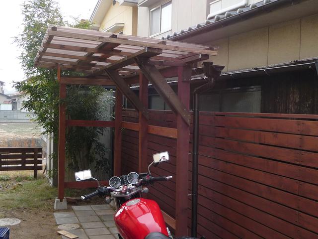 DIYでバイクの車庫が完成!_e0173183_10133891.jpg