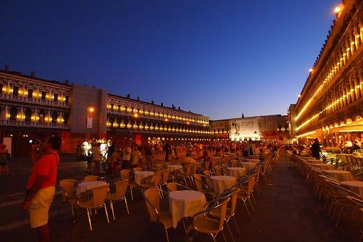 シルバー・スピリット アドリア・地中海クルーズ 9日目-6 夜も広場のカフェでまったり_e0160595_17572175.jpg