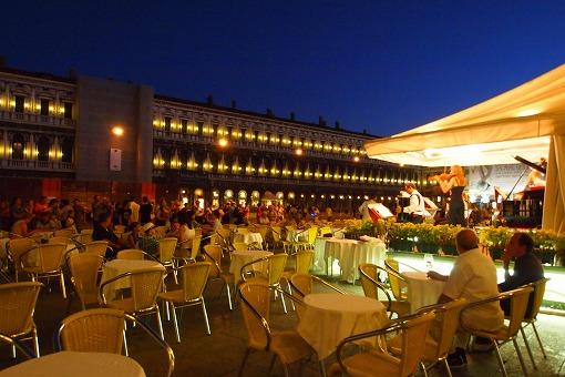 シルバー・スピリット アドリア・地中海クルーズ 9日目-6 夜も広場のカフェでまったり_e0160595_1805022.jpg