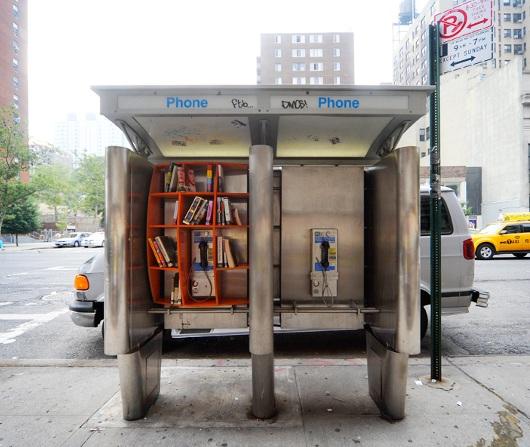ニューヨークの街角の公衆電話を図書館に?_b0007805_0153146.jpg