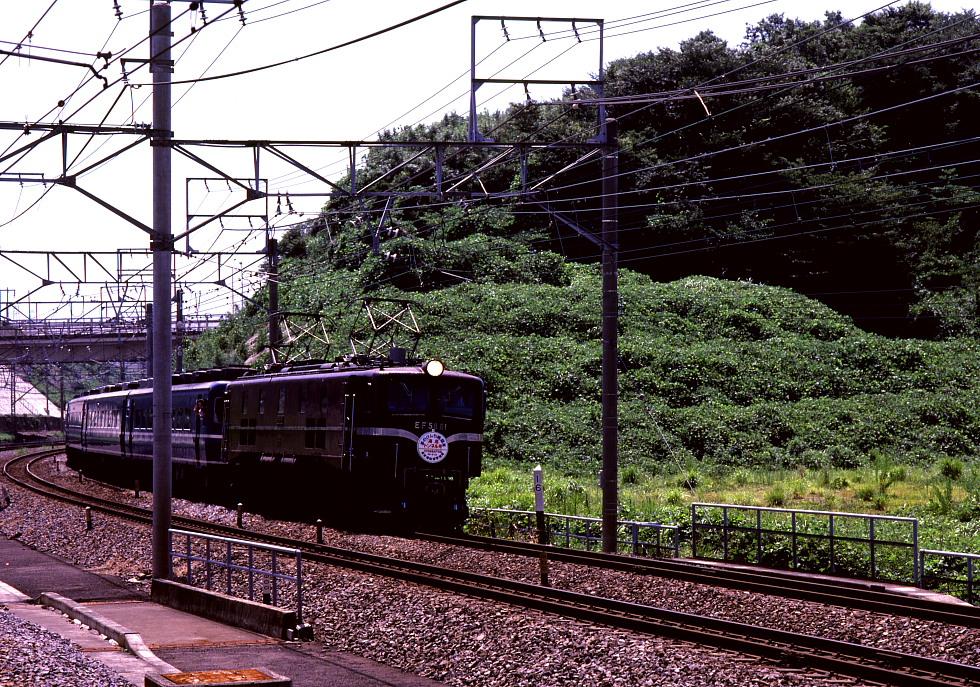 駅に迫る夏草 - 1984年 -_b0190710_2338544.jpg