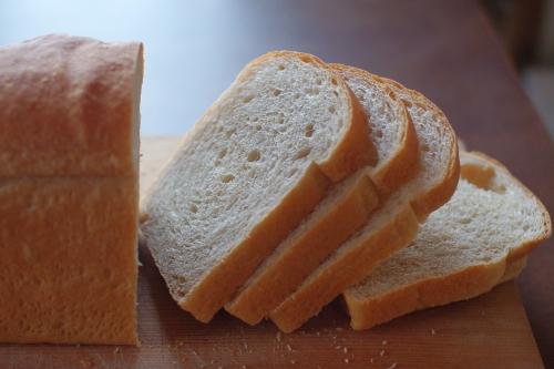 シラネ全粒粉30%入れた山食パン_c0110869_22305542.jpg