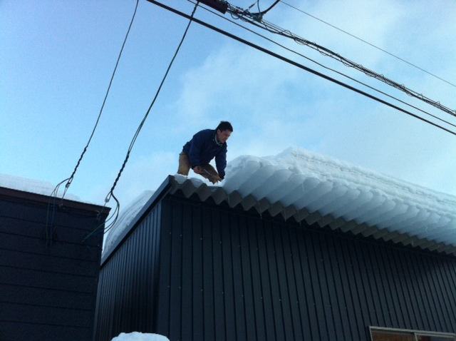☆屋根からの落雪にご注意下さい!!☆(伏古店)_c0161601_207486.jpg