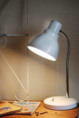 desk lamp_c0118809_2233093.jpg