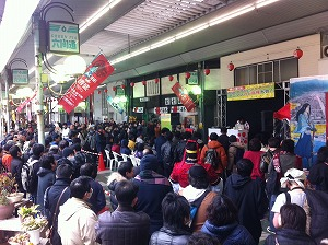 DJ和が商店街で爆音アニソンDJライブ_e0025035_1627582.jpg
