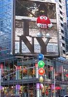 NYのタイムズスクエアにあるM&M\'s World Store NYC_b0007805_071032.jpg