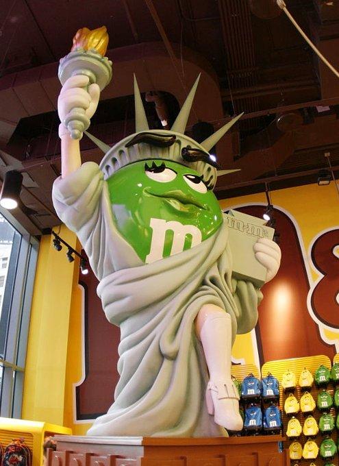 NYのタイムズスクエアにあるM&M\'s World Store NYC_b0007805_075237.jpg
