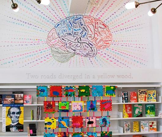 ニューヨークにはこんな楽しそうな公立小学校の図書館も_b0007805_23584992.jpg