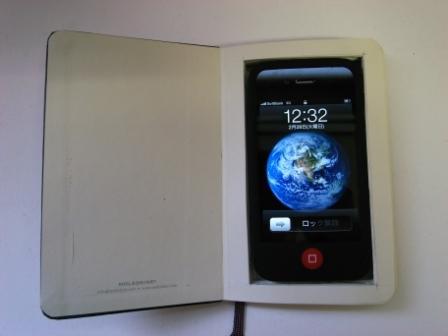 iPhone in MOLESKINE_c0177705_1394688.jpg