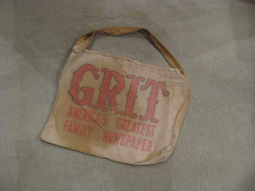 VINTAGE NEWSPAPER BAG +_e0187362_11303488.jpg