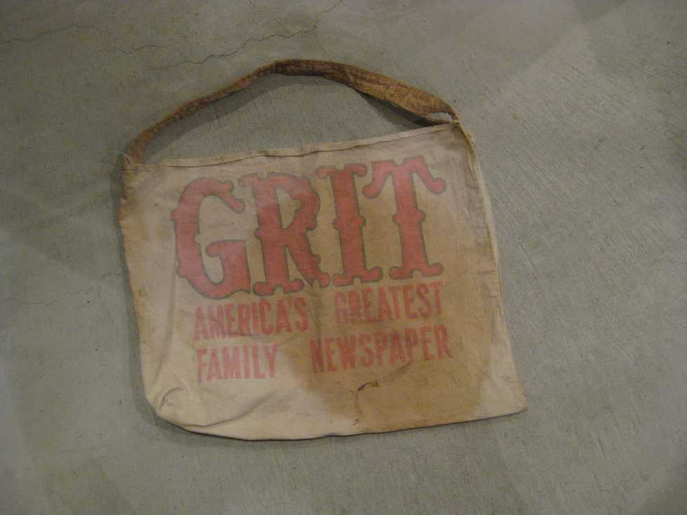VINTAGE NEWSPAPER BAG +_e0187362_113081.jpg