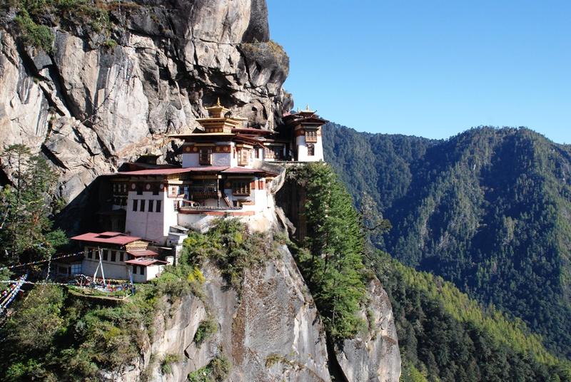 ブータン最大の聖地 タクツァン僧院へ_b0053082_2332365.jpg