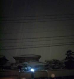 外は雪が降ってます。_e0188087_23182724.jpg