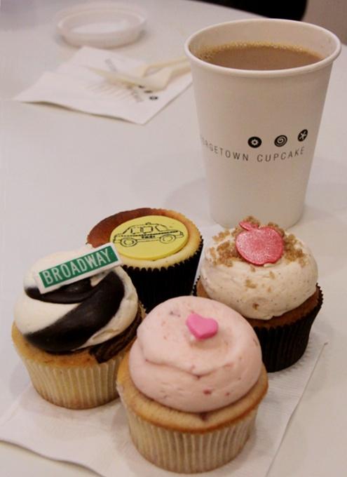 テレビのリアリティ番組でも有名なカップケーキ屋さん、Georgetown Cupcakeのニューヨーク1号店オープン!!!_b0007805_16213595.jpg
