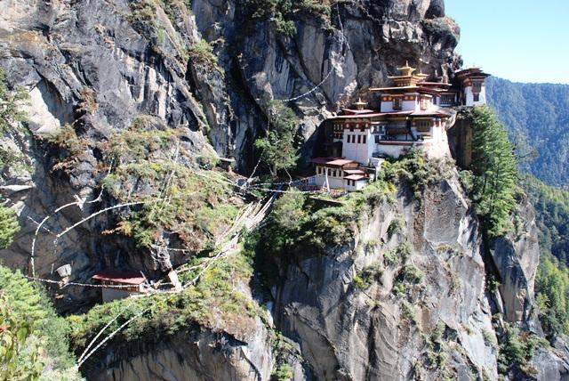 ブータン最大の聖地 タクツァン僧院へ_b0053082_0115849.jpg