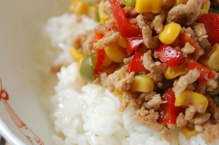 かくれマヨご飯のカラフル丼_d0104926_510521.jpg