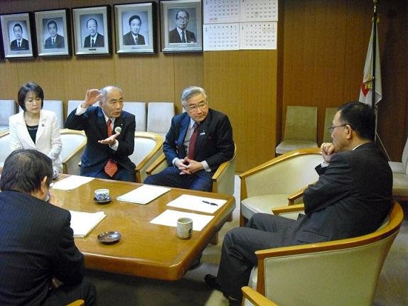 2012.3.1 自民党谷垣総裁へ説明_a0255967_1630713.jpg