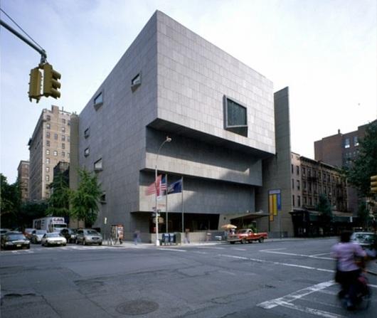 NYのホイットニー美術館でアートとダンス、音楽、演劇が融合?! Whitney Biennial 2012_b0007805_31499.jpg