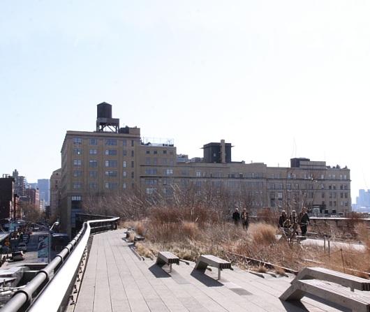 ニューヨークの空中公園ハイラインはアートやアーティストにフレンドリー_b0007805_521074.jpg