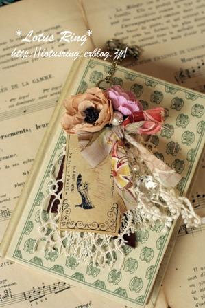 布花とラベルのバッグチャーム*_a0169912_15422257.jpg