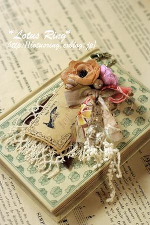 布花とラベルのバッグチャーム*_a0169912_15423863.jpg