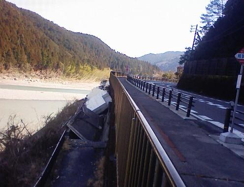熊野川台風12号水害調査行(3) 相賀_f0197754_2331850.jpg