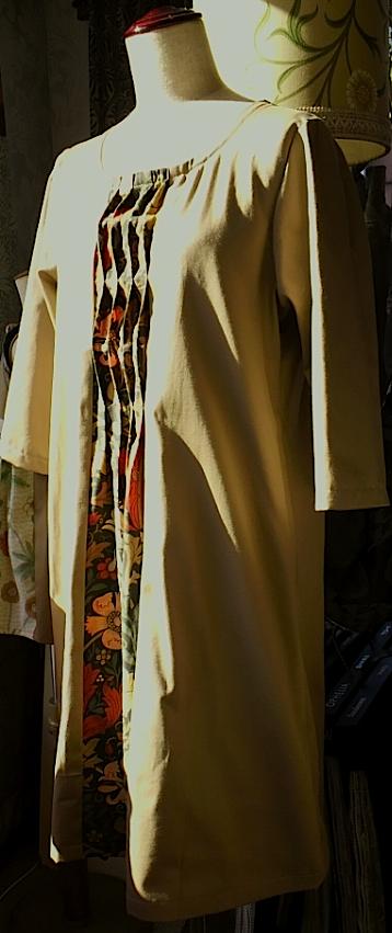 モリスの生地で作ったドレス。_c0157866_12375323.jpg
