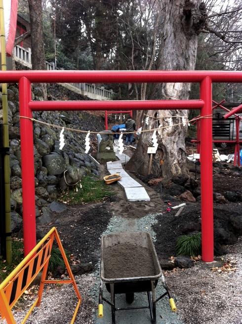 山名八幡宮 境内改修工事、着々と進行中です ^^_f0191870_18533538.jpg