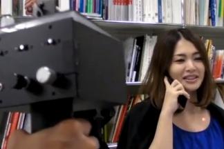 世界中が騒然!?:国研と国立大学の2人の日本人研究者、「おだまり!銃」発明!_e0171614_10346.jpg