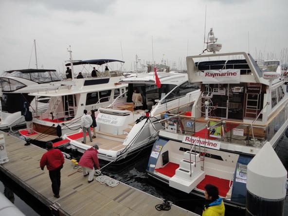 ボートショー フローティング会場のにぎわいは・・・【カジキ・マグロトローリング】_f0009039_9255779.jpg